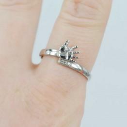 Серебряное кольцо с ладошкой