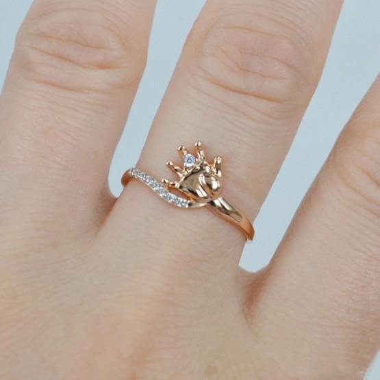 Золотое кольцо с детской ручкой