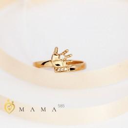 Золотое кольцо с маленькой ладошкой
